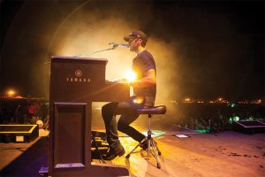 Luke-Bryan-at-piano